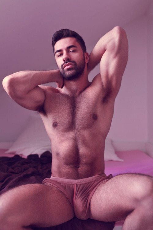 tel rose gay musclé pervers